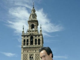 El Cid, a los pies de la Giralda. (FOTO: el-cid.es)