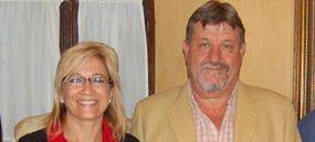 El presidente Fernández Rey, junto a la delegada Carmen Tovar.