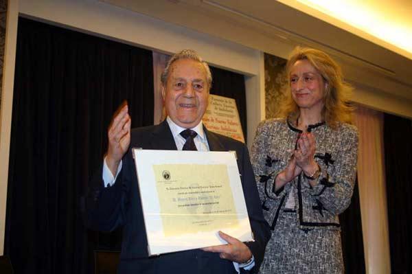 El vetarano Miguel Báez 'Litri' recibió emocionado la distinción. (FOTO: TorosComunicacion).