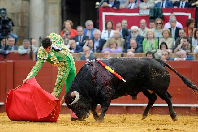 El primero de Perera fue el más soso y el torero intentó templarlo