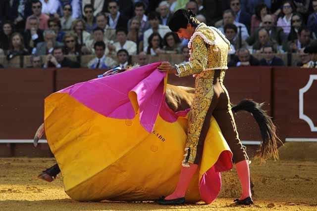 Miguel Ángel Delgado lance al segundo.