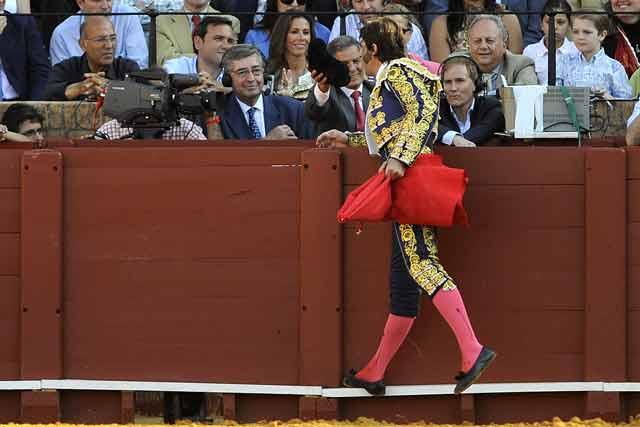 Ayer y hoy de la miurada. Ruiz Miguel recibe el brindis de Padilla.