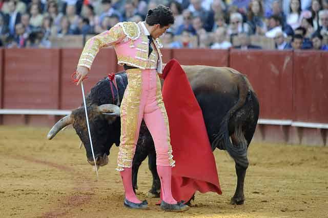 Torería del diestrio de Gerena para irse de la cara del toro.