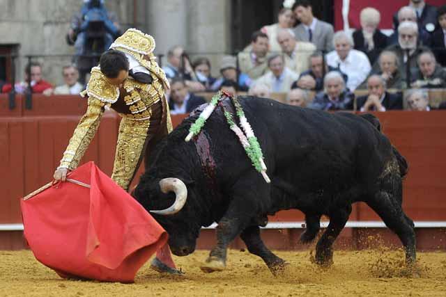El Cid lo intenta con el sobrero lidiado en quinto lugar.