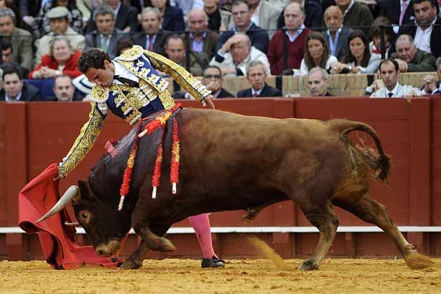 Salvador Cortés brindó el tercero al público pero...