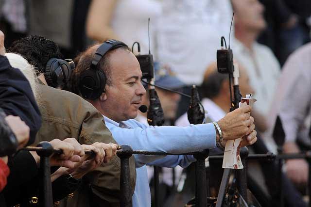El periodista Juan Ramón Romero, la voz de las retrnamisiones de Canal Sur radio. (FOTO: Matito)