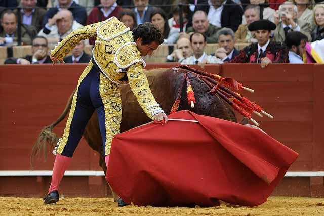 ...el toro no terminó de ayudarle en la faena.