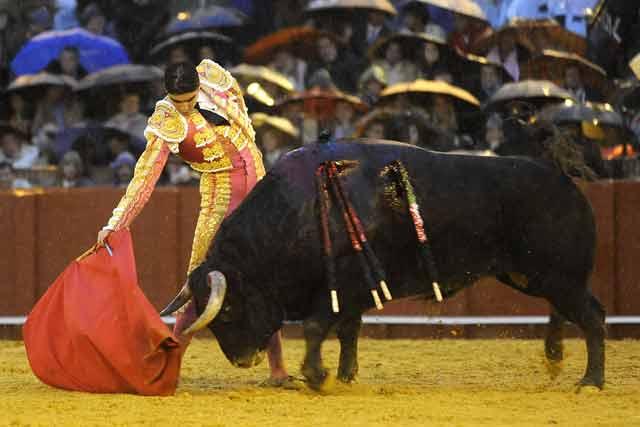 Tampoco Perera pudo acercarse en el sexto al nivel de El Juli.