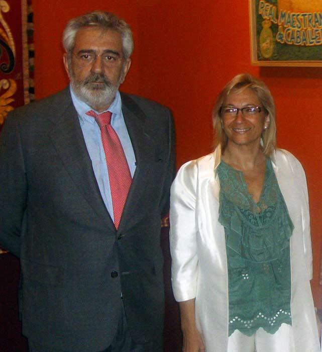Eduardo Canorea junto a Carmen Tovar.