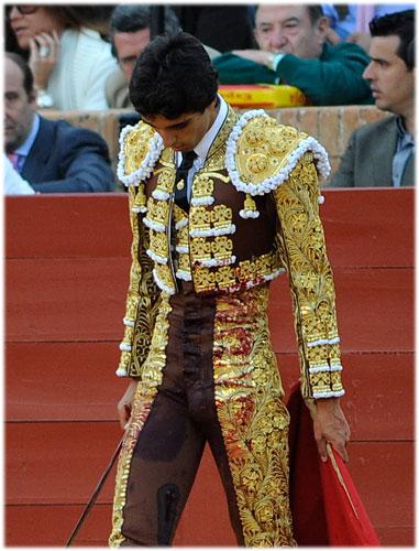 Miguel Ängel Delgado con la cornada el sábado. (FOTO: Matito)