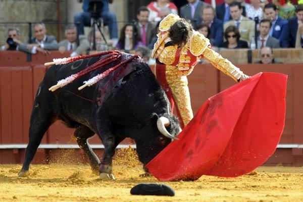Curro Díaz, en la faena al primero. (FOTO: Matito)
