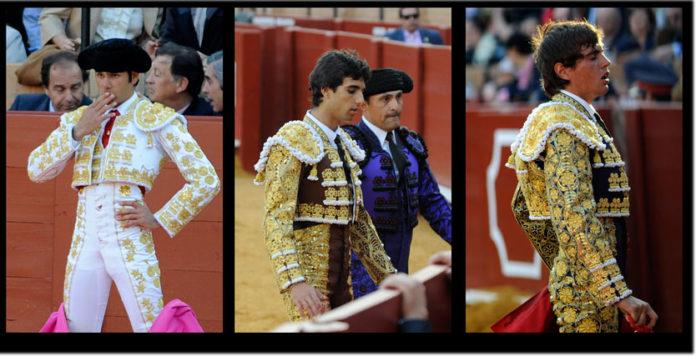 Los gestos de la tarde: Vega, Delgado y Tendero. (FOTO: Matito)
