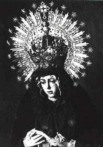 La Macarena, vestida de luto por la muerte de Joselito 'El Gallo'.