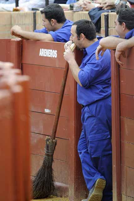 Este arenero vino de Granada a ver a su torero (FOTO:Javier Martínez)