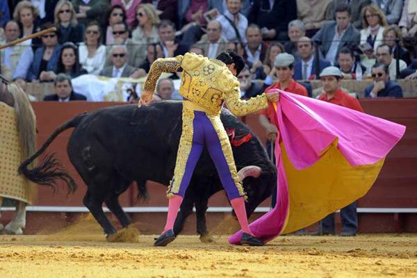 La magia y el duende del joven torero de Camas. (FOTO: Matito)