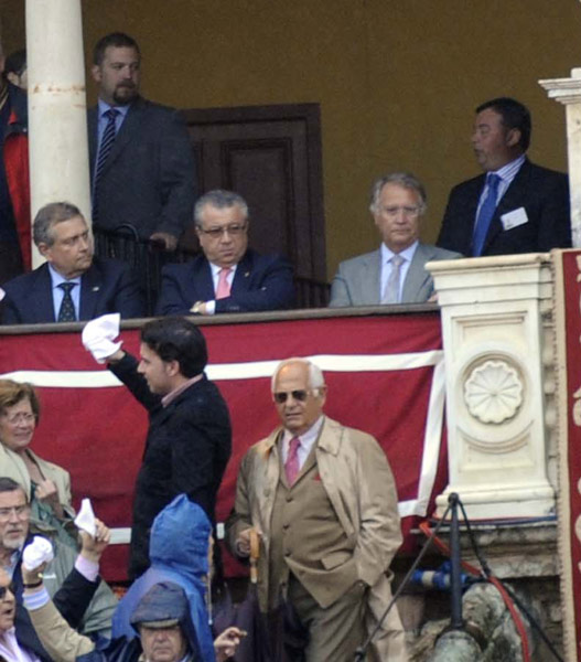 La recuperación de Paco Teja para el palco de la Maestranza, todo un acierto de la delegada Carmen Tovar. (FOTO: Matito)