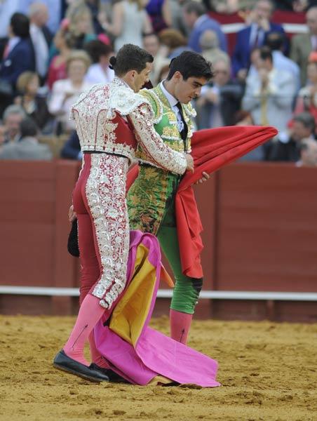 Miguel Ángel Perera se retira a tablas cabizbajo. (FOTO: Matito)