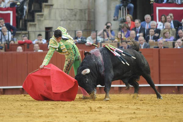 Un derechazo de Perera al buen toro tercero. (FOTO: Matito)