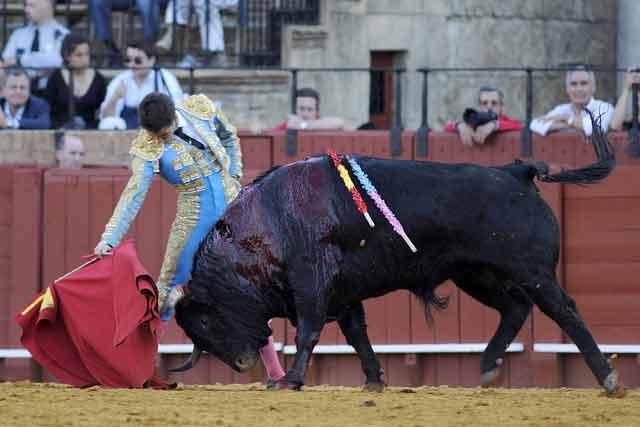 Un derechazo de Juan Cervera al que cerró el aburrido festejo.