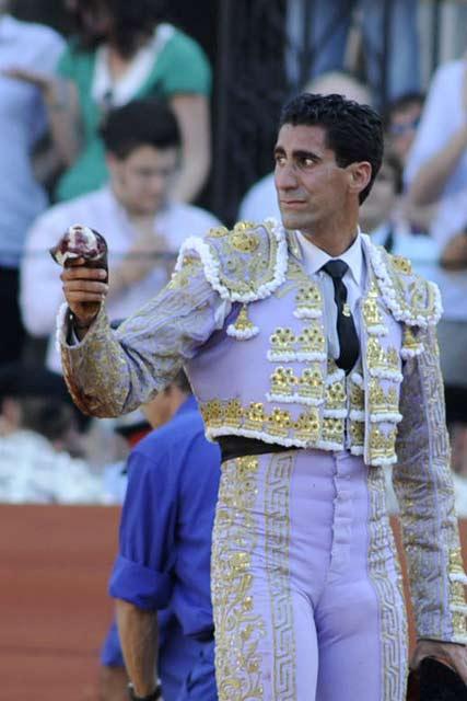 Martín Núñez con el cuarto. (FOTO: Sevilla Taurina)
