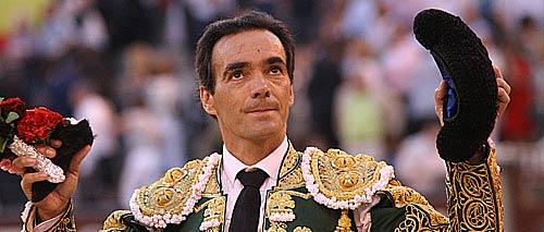 El Cid, con la oreja cortada esta tarde en Madrid en su último toro. (FOTO: Cabrera / burladero.com)