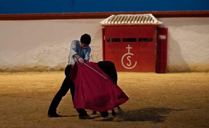 Miguel Falcón se entrena a puerta cerrada, casi con la noche echada. (FOTO: Matito)