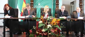 Los cuatro presidentes rodean a la delegada Carmen Tovar. (FOTO: Paco Díaz / toroimagen.com)