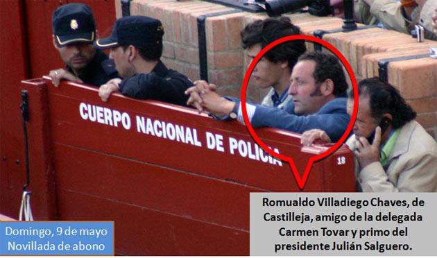 El amigo de la delegada Carmen Tovar, Romualdo Villadiego, sin problemas hasta para ocupar lugar en el burladero de la Policía. (FOTO: Javier Martínez)