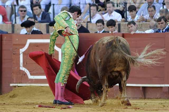 Bello y ajustado natural de José María Arenas. (FOTO: Sevilla Taurina)