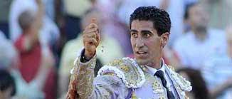 Martín Núñez saluda en Sevilla el pasado domingo. (FOTO: Matito)