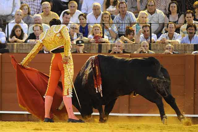 La dos últimas tandas al natural de Cortés, muy buenas. (FOTO: Sevilla Taurina)