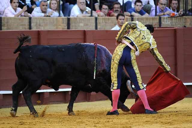 El Nico toreando al quinto de San Román.