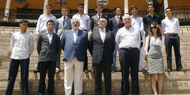 Eduardo Canorea y Ramón Valencia con varios de los noveles participantes. (FOTO: Arjona/Toromedia)