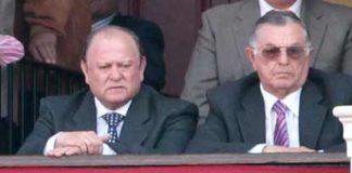 El presidente Julián Salguero y su asesor, Martín Cartaya, ambos de Castilleja. (FOTO: Paco Díaz / toroimagen.com)