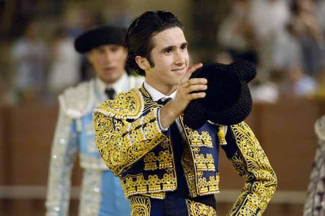 El malagueño Luis Ramírez en la vuelta al ruedo. (FOTO: Sevilla Taurina)
