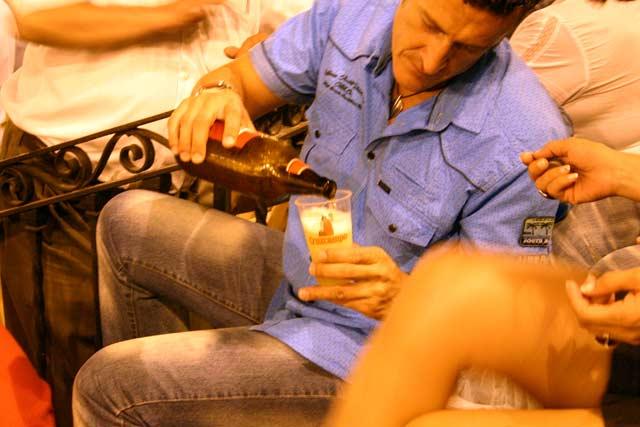 De nuevo, cervezas Cruzcampo en la Maestranza. (FOTO: Javier Martínez)