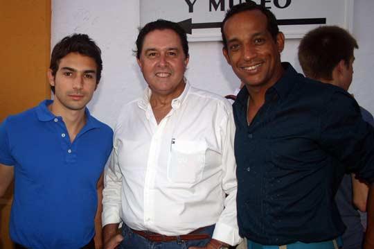 El hijo del malogrado Pepe Cáceres, Tomás Campuzano y Erick Cortés. (FOTO: Javier Martínez)