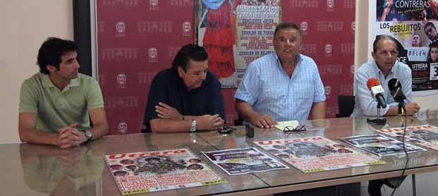 Luis Vilches y Rodríguez Vélez -a la izquierda-, en la presentación del cartel esta mañana. (FOTO: Sevilla Taurina)