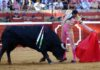 Sentido muletazo de El Cid esta tarde en Huelva. (FOTO: Javier Martínez)