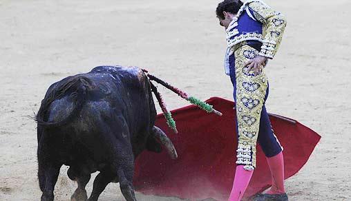 Derechazo de Salvador Cortés en Málaga esta tarde. (FOTO: burladero.com)