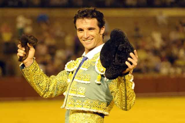Luis Vilches, feliz esta noche en la Maestranza. (FOTO: Sevilla Taurina)
