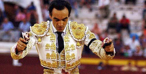 El Cid, con el doble trofeo esta tarde en la plaza de Murcia. (FOTO: Verónica Soriano / burladero.com)
