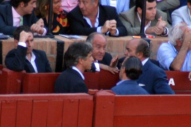 Ramón Valencia se reúne con Roberto Domínguez (Juli), Antonio Vázquez (Morante) y su colaborador Manuel Tornay. (FOTO: Javier Martínez)