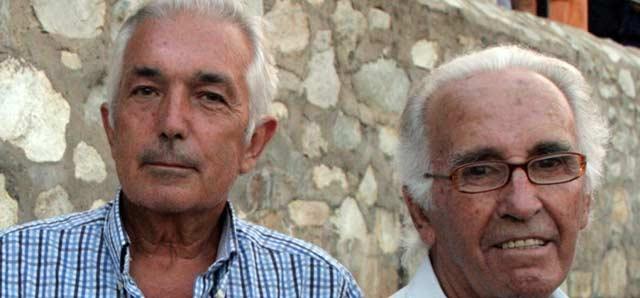 Miguel Serrano, a la izquierda, junto a Tito de San Bernardo, director y profesor de la Escuela de Sevilla. (FOTO: Álvaro Pastor)