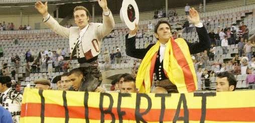 Andy Cartagena y Diego Ventura, a hombros hoy. (FOTO: Faricle / burladero.com)