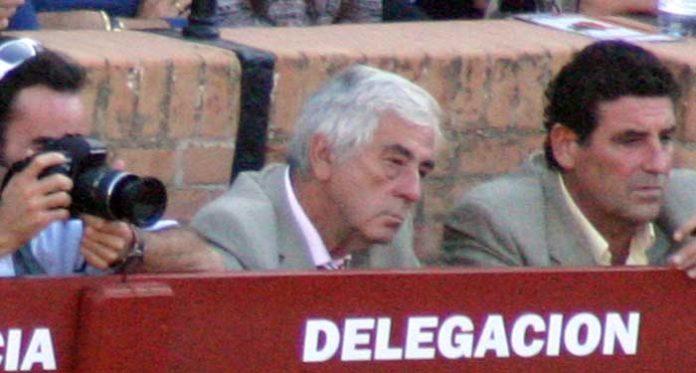 Luis García Caviedes, en el burladero de la Junta de Andalucía en el pasado San Miguel. (FOTO: Javier Martínez)