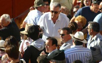 Durante el ciclo de San Miguel se volvieron a repetir los embotellamientos en los acceso a los tendidos de sol durante los primeros toros debido a la escasez de escaleras, teniendo que actuar miembros de seguridad de la plaza. (FOTO: Javier Martínez)