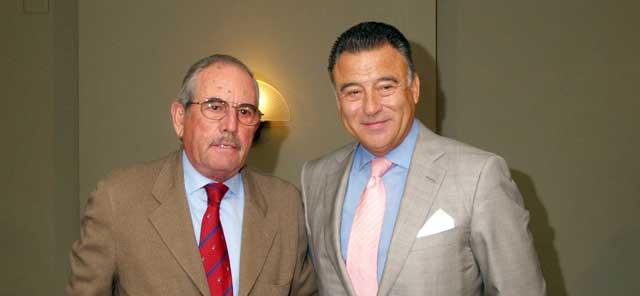 El ganadero Eduardo Miura junto a Felipe Luis Maestro.