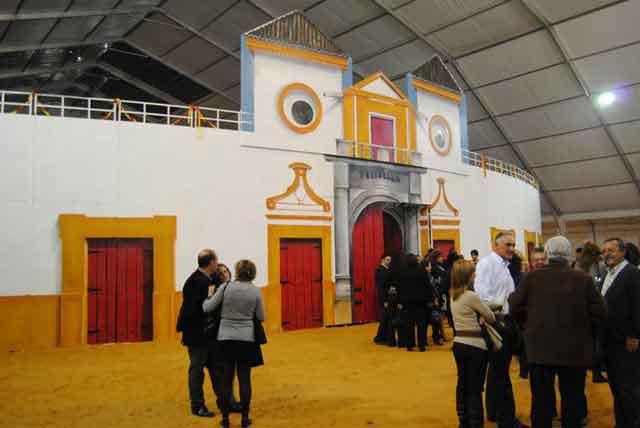La plaza portátil instalada en Ficcar, Feria del Salón del Caballo de Carmona.