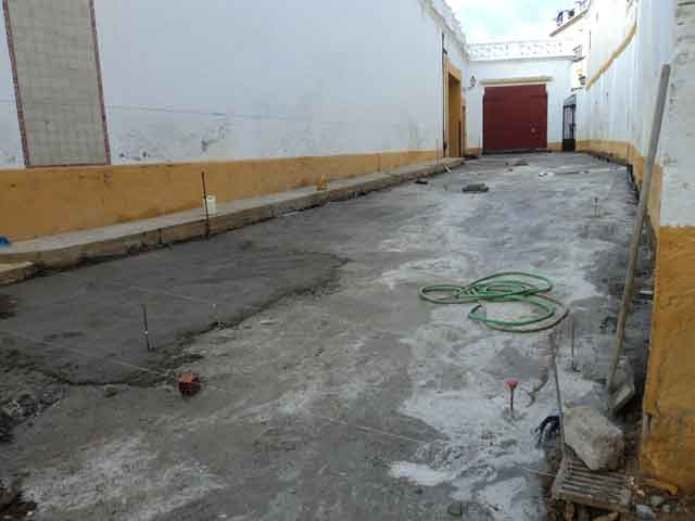 Continúan las obras en la Maestranza. (FOTO: Javier Martínez)